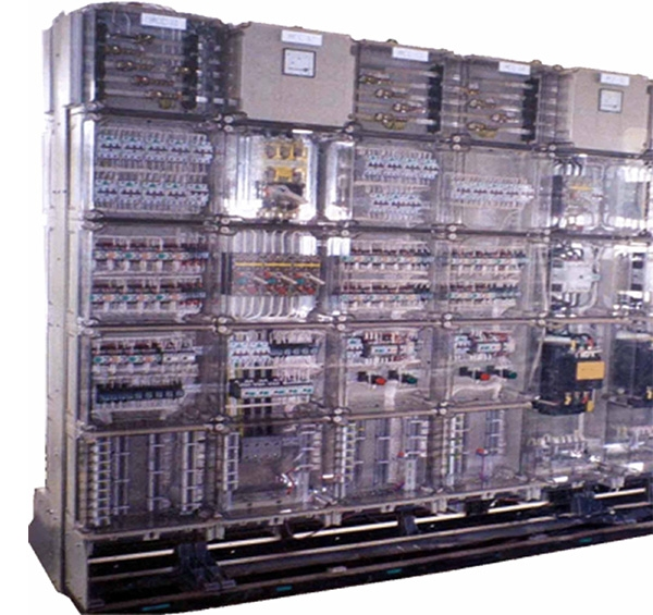 Fully insulated low voltage switchboard